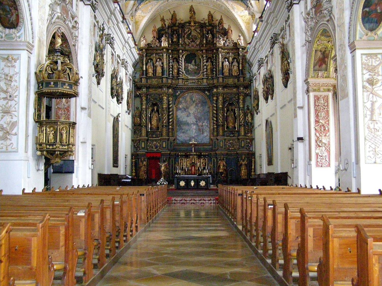 Oltár v Katedrále sv. Jána Krstiteľa v Trnave. Zdroj: https://slovenskycestovatel.sk/images/items/642/katedrala-sv-jana-krstitela31269305.jpg